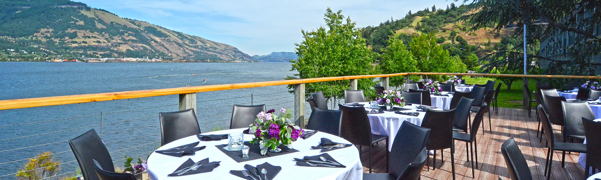 Summer wesddings at the Hood River Inn